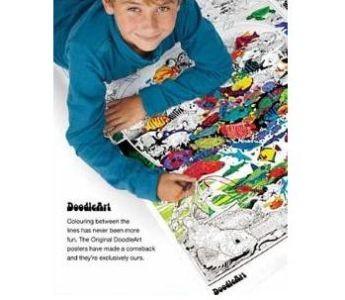 Set 4 minipostere de colorat + 12 markere duble - Doodle Art